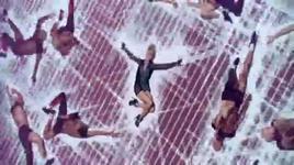 get outta my way (music video) - kylie minogue