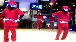 jda booth - nrf 2010 - jabbawockeez