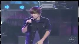 bieber sings selena gomez on stage - justin bieber