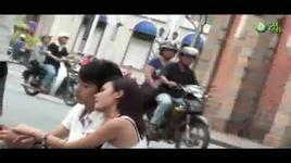 hot girl midu hon trai la tren pho - dang cap nhat