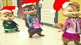 (chipettes) christmas tree - alvin, chipmunk, lady gaga