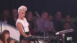 blow me (one last kiss) (mtv vma 2012) - p!nk