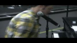 behind the scenes during tour rehearsals - kris allen