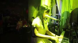 xuan nay con khong ve (live) - thuy chi