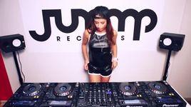 juicy m mixing on 4 cdjs at jump records studio - dj juicy m