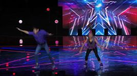 young hip-hop dance duo performs #selfie dance  (america's got talent 2014 - audition) - kaycee & gabe - v.a