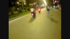 3 em gai xinh thi dau cho doi diem vuong phi xe may deo nhu keo keo - v.a