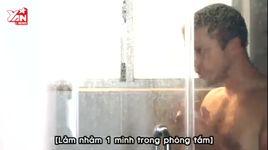 khi o nha 1 minh con trai thuong lam gi - v.a