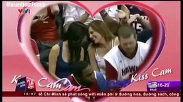cuoi lon ruot voi may thanh kiss cam nay - v.a