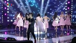 khoc mot minh - all about that bass - pham thi van anh (giong hat viet 2015 - vong liveshow - tap 2) - v.a