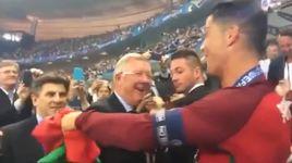 sir alex doi cho chia vui cung hai hoc tro cu ronaldo va nani sau tran chung ket euro 2016 - v.a
