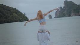 em khong hoi tiec (karaoke) - huong giang idol, rtee