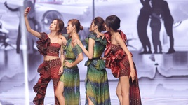 thu thach catwalk va selfie cung dien thoai (guong mat thuong hieu 2017 - tap 12 chung ket) - v.a