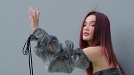 tinh yeu nhu giot nuoc roi (lyric video) - june nguyen