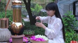 chon nhung bong hoa dang no va chiet thanh tinh dau thom - ly tu that (li ziqi)